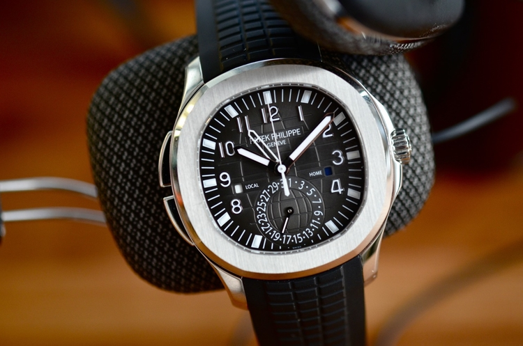 Features A High-end Patek Philippe Aquanaut Travel Time 5164A Replica Watch For Men